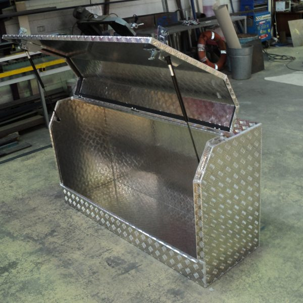 tray mounted ute box 6 600x600 - Toolboxes